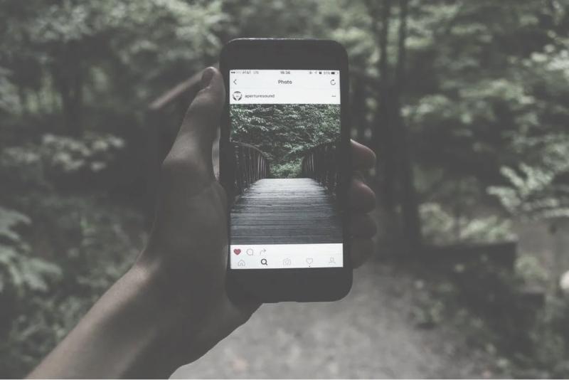 www.sixandflow.comhubfs10-steps-to-perfecting-your-art-gallery-marketing-strategy-on-Instagram
